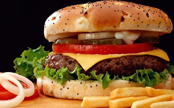 Pesquisa: fast food faz mal à saúde e aumenta risco de asma