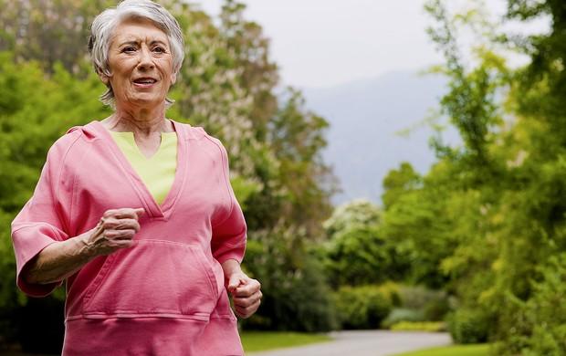 clinipam-plano-de-saude-idosos-caminhar-reduz-invalidez